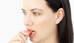 Болит зуб при накусывании, значит пришла пора срочно навестить к стоматологу