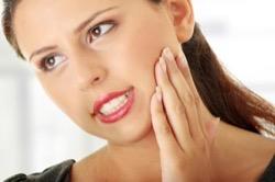 Болит киста зуба – как с этим бороться