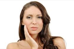 Болит зуб и щека – это может быть признаком периостита