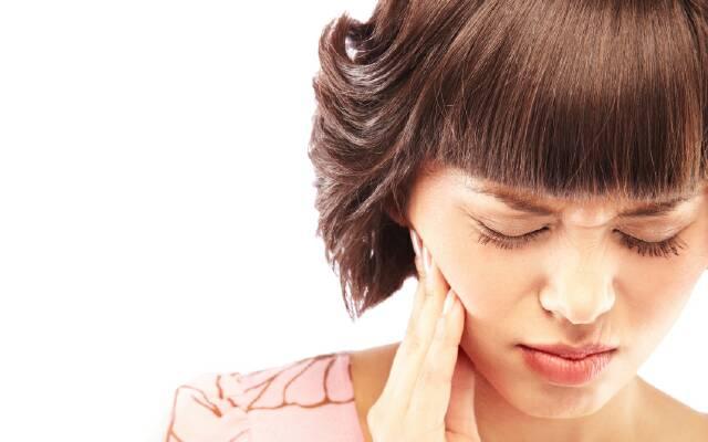 Болит зуб при надавливании - повторная чистка и пломбирование помогут устранить негативные последствия