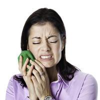Болят леченые зубы: стоит ли волноваться