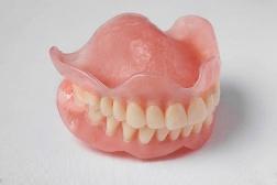 Цены на зубные протезы: сколько стоит зубной протез