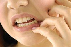 Начинает болеть зуб - сигнал к тому, что пора на прием к стоматологу