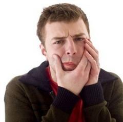 После удаления зуба болит челюсть - необходимо выполнять все рекомендации врача